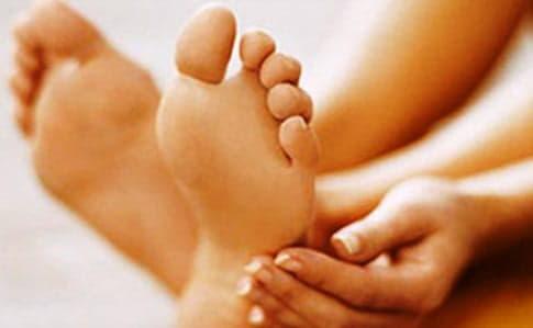 Німіють пальці ніг: що робити