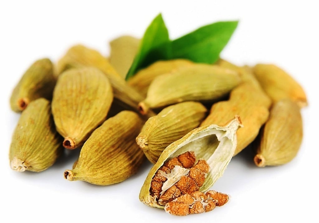 Корисні і лікувальні властивості кардамону